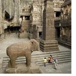 Kailasha Temple : Cave 16 - northern courtyard