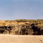 Kailasha Temple : Cave 16 - Entrance ; photo by Anthony Zois
