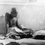 Gandhi 1933 in Poona Prison
