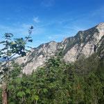 Blick während des Aufstieges zur Rinnerhütte - ganz rechts das Weißhorn