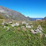 Steinmännchen unter dem Gipfel Höhenburg