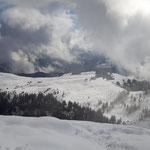 Blick vom Gipfel aus auf die Postalm