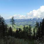 Ausblick während der Wanderung ins Tal