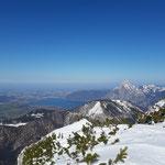 Ausblick am Bledigupf auf Traunsee und Traunstein, davor der Farnaugupf