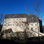 Kurz bevor wir wieder den Parkplatz erreichten, passieren wir noch die Burg Altpernstein
