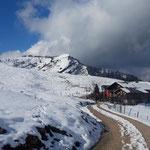 Am Rückweg nochmal der Blick zurück - Schafbergblickhütte mit dem Wieslerhorn im Hintergrund