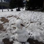 Gleich zu Beginn vorbei am ersten Schneemann