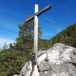 Gipfelkreuz nach einer kurzen Kraxlerei