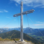 Gipfelkreuz des Kitzsteins - im Hintergrund die Haller Mauern
