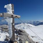 Am Mittleren Kesselgupf wartet dieses wunderschöne Gipfelkreuz auf uns