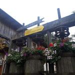 Auf der Hütte - der Weg ins Tal ist mit Falmbachsteig angeschrieben
