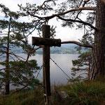 Gedenkkreuz wenige Meter vom Gipfel entfernt