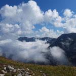 Ausblick auf das Höllengebirge - über den Wolken