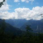 Blick auf den (zunächst noch wolkenverhangenen) Dachsteingletscher