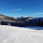 Auf der Hütteneckalm bietet sich dieser traumhafte Ausblick in die Schönberggruppe des Toten Gebirges