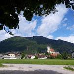 Der Ausgangspunkt erlaubt einen schönen Blick auf die Kirche von Grünau
