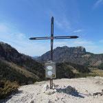 Gipfelkreuz des Marienköpfls (im Hintergrund die Drachenwand)