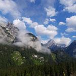 Ausblick auf die spektakulären Felsflanken des Toten Gebirges gegenüber