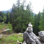 Ein Steinmännchen markiert den Weg zum Ebenseer Hochkogel