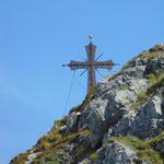Gipfelkreuz der Arlspitze im sehr starken Zoom :)