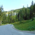 Fahrt zum Sattelbauern - entweder über die asphaltierte Straße oder einen Schotterweg