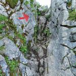 Felsige Passagen gleich zu Beginn des Anstieges