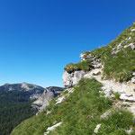 Zunächst lässt der idyllische - aber steile - Weg nicht auf die kommenden Passagen schließen
