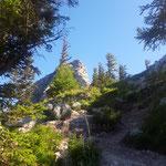 Hier geht es am Hauptweg weiter zum Großen Schoberstein - im Bild aber der Kleine Schoberstein
