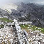 Umgefallenes Gipfelkreuz des Hochmölbings