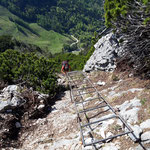 Zurück über die etwa 20 Meter lange Leiter
