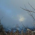 Am Anfang gehen wir noch im Nebel - schließlich zeigt sich die Spitzmauer