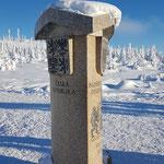 Dieser dreiseitige Stein markiert die Grenze zwischen Österreich, Deutschland und Tschechien