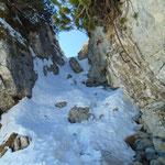 Durch den Felskamin nach oben