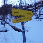 An dieser Stelle gabelt sich der Weg - rechts Richtung Dümlerhütte, links Richtung Seespitz