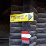 Wegmarkierungen zum Pilgerkreuz am Gipfel