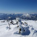 Ausblick am Höllkogel Gipfel - der Blick reicht bis in die Hohen Tauern!
