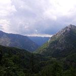 Ausblick auf das hinter uns liegende Tal, von wo aus wir aufgestiegen waren