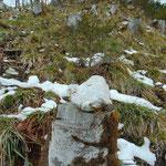 Wieder ein kleines Steinmännchen zeigt den Weg