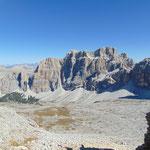 Am Gipfelplateau angekommen: Hier bietet sich der traumhafte Blick auf Heiligkreuzkofel und Tofana