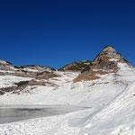 Entlang des Augustsees - im Blick der imposante Atterkogel