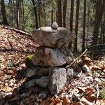 Steinmännchen kennzeichnen den Weg