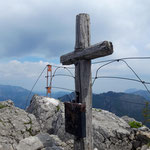 Am Gipfel mit dem wunderschönen Kreuz angekommen