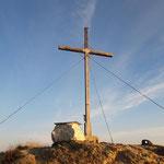 Gipfelkreuz des Grießenkarecks - hier schon schön bestrahlt