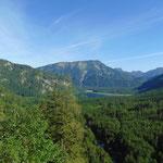 Erste Ausblicke auf den Offensee und den dahinter liegenden Eibenberg