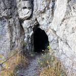 Gleich nach diesem Tunnel geht es rechts zum Einstieg