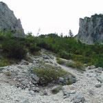 Abstieg durch das Schotterfeld im Vorderen Aurachkar
