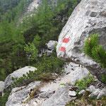 Teils große Felsen säumen den Aufstieg
