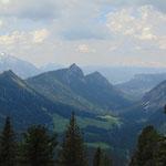 Ausblick Richtung Osten - Grimming, rechts im Bild ist der Dachstein zu erkennen