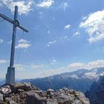Gipfelkreuz des Großen Donnerkogels - mit dem Dachstein Massiv im Hintergrund