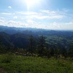 Blick über das umliegende Gebirge - bishin zum Traunstein